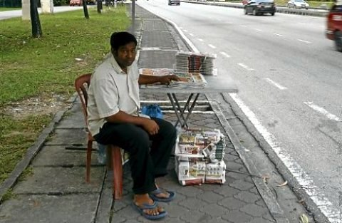Who will buy my papers? [NST photo]