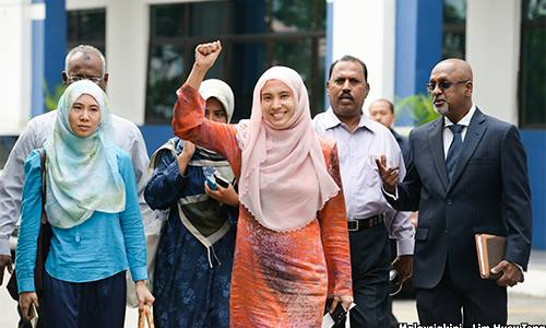 Outside court today: Nurul Izzah afer being released without further remand. [Malaysiakini photo]