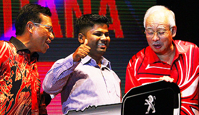 Najib Razak very taken up by the top prize of a Peugeot 408 at the Premier Media night.